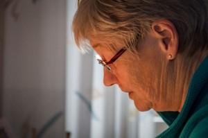 Autorin Maria Bexten am Schreibtisch